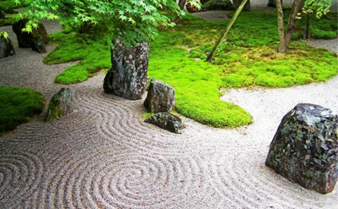 禅ガーデンとは、いわゆる日本の枯山水や坪庭をイメージすると分かりやすいです。実は英語圏では ZEN (禅) GARDEN としてリラックスや瞑想の為に人気があり、認知度も高くなってきています。